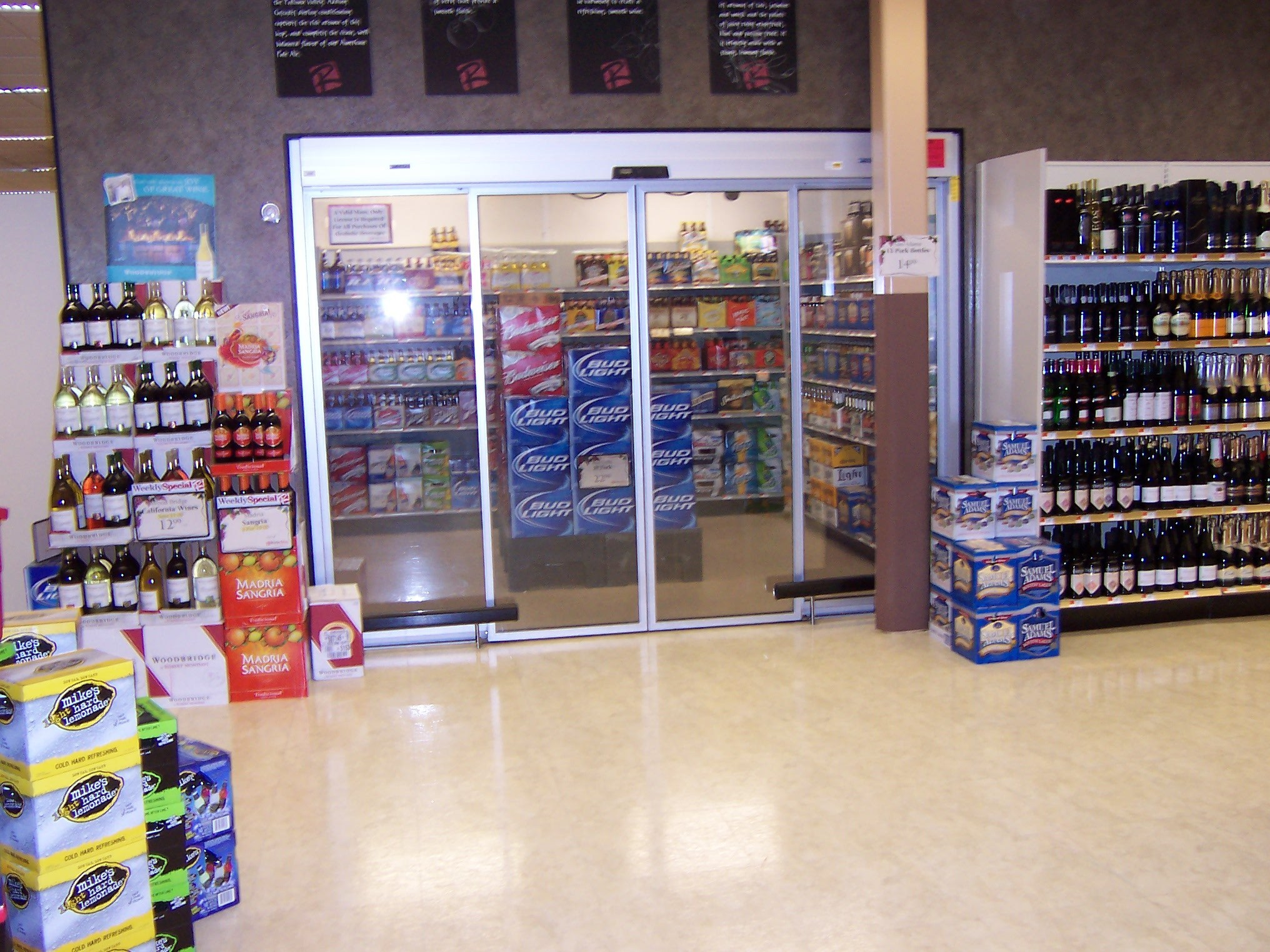 Liquor Store Wall Display Rsne Refrigerated Structures
